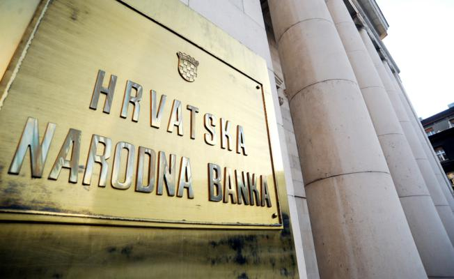 Neplaniranim Zaduživanjem Vlada Otežala Posao Središnjoj Banci