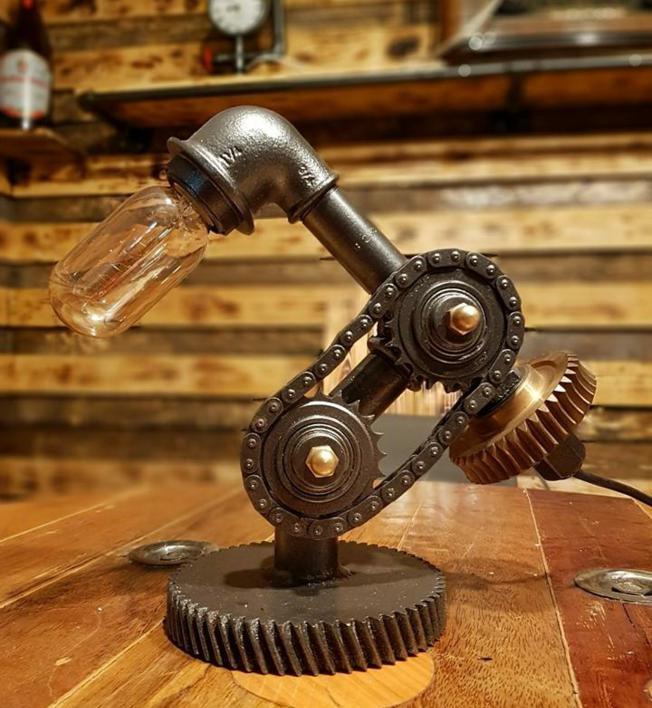 Cijevi, lance i ventile pretvorio u svjetiljke