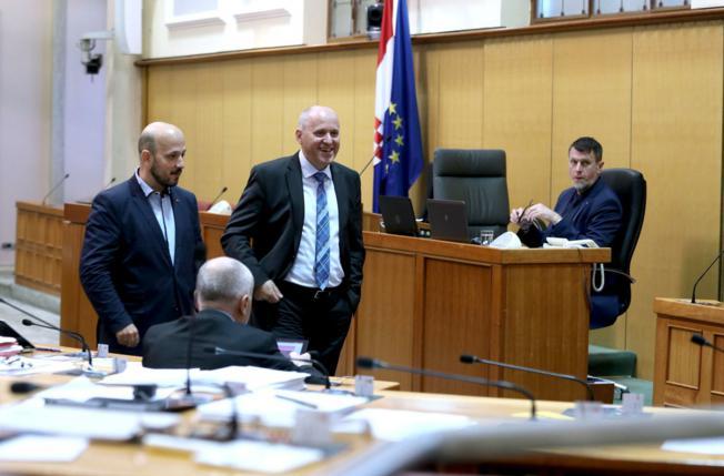 Bačić: Bandić ne vrši pritisak na Vladu, a koalicija nije stranka