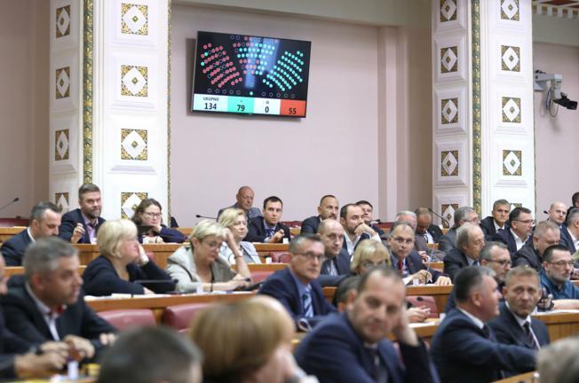 Oporba ponovno nije uspjela smijeniti ministra Kujundžića