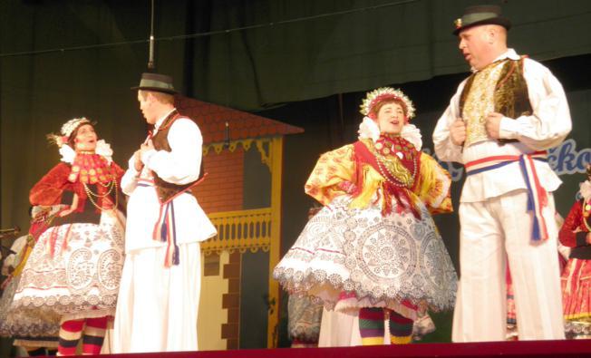 Folklor, Barmen kup, izložba slika