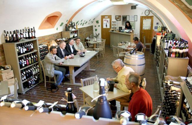 """""""Dekanter"""" će podučavati o kulturi stola te sljubljivanju hrane i vina"""