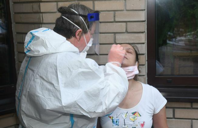 Epidemiolog Kaić: Uveo bih obvezu nošenja maske u javnim prostorima