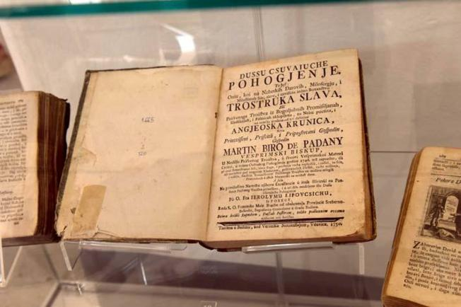 Izložen i najstariji molitvenik na francuskom, tiskan u Parizu 1681.