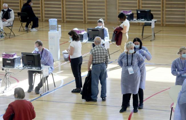 U Slavoniji je sve više punktova za cijepljenje, na red počinju dolaziti i prioritetne profesije