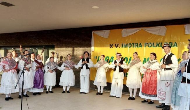 Predstavile se tri folklorne skupine