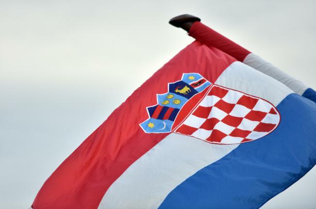 Srušen jarbol s hrvatskom zastavom